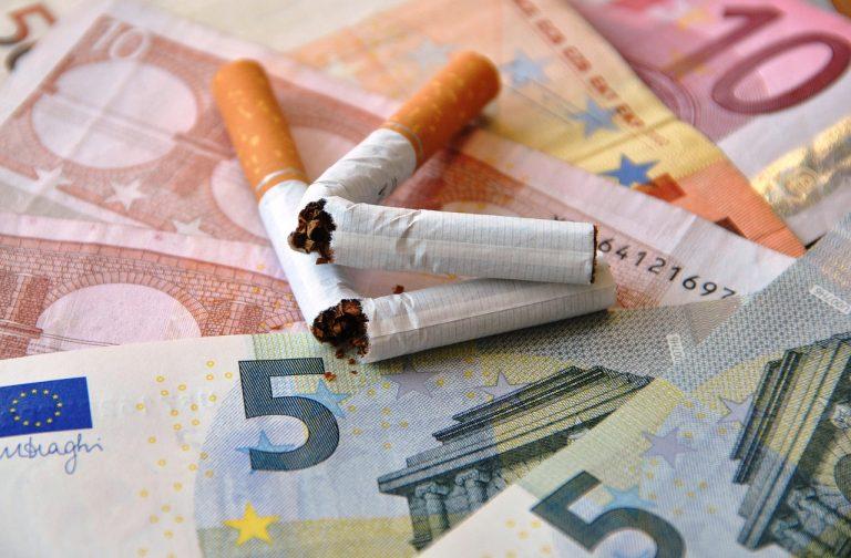 Geld und Zigaretten